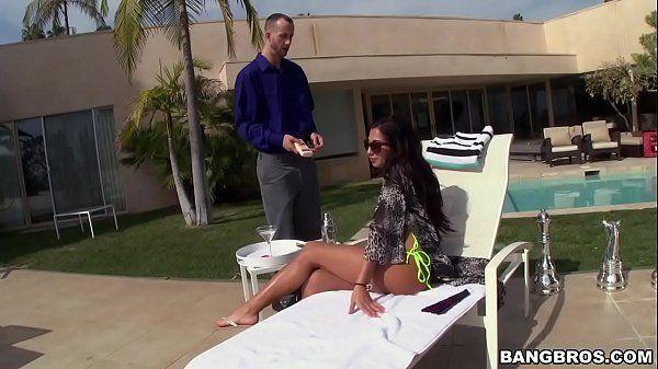 Videos sexo gratis com gostosa morena na piscina dando muito