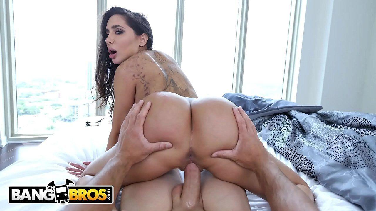 Megan rain dando a buceta molhada dela em sexo gostoso
