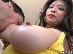Comendo a sogra safada peituda no porno amador