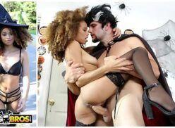 Videosnacionais de sexo com fantasia com morena gostosa sentando