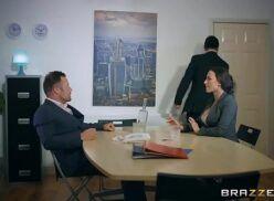 Fodendo a  secretária gostosa em comando filmes porno