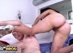 Mulher rabuda fodendo com homem dotado em freeones