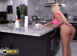 Comendo a loira gostosa em videos eroticos gratis