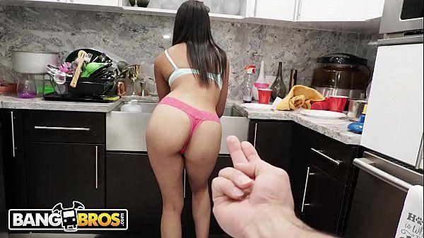 Fodendo a ninfeta negra gostosa em porno carioca